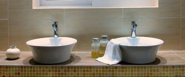 geflieste waschbecken